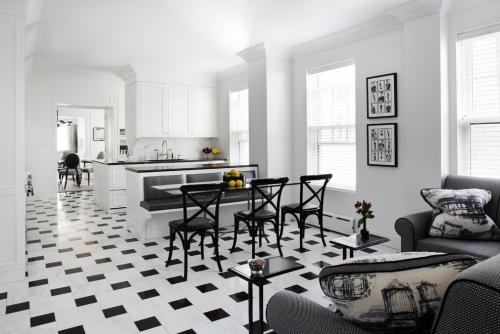 Idées pour cuisine en blanc et noir design trois zones se succédant