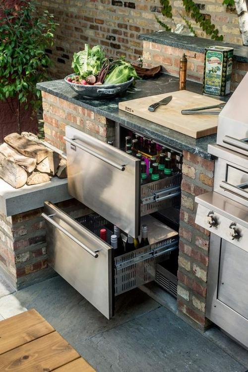 Idées pour cuisine extérieure combinaison de briques et d'inox