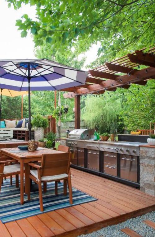 Idées pour cuisine extérieure style bucolique grand parasol