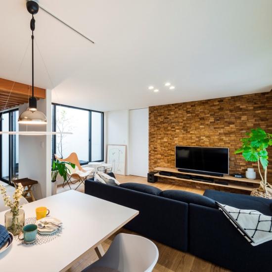 Idées pour décoration design du salon moderne coin repas et coin repos juxtaposés