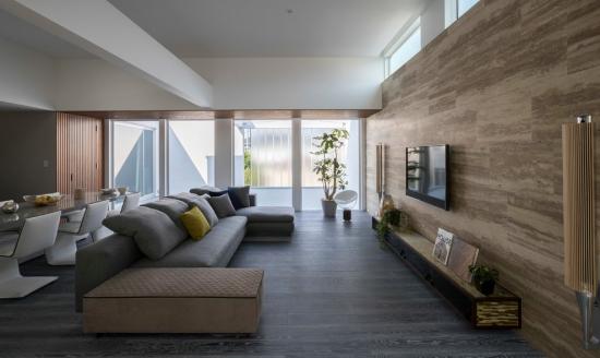 Idées pour décoration design du salon moderne gris brun