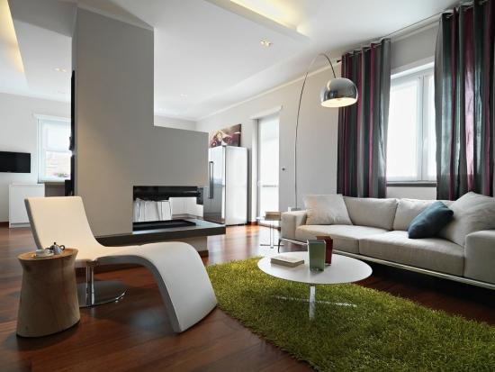 Idées pour décoration design du salon moderne murs et plafond peints en blanc colombe