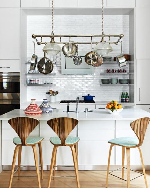 Idées pour petite cuisine niche mur en briques peintes en bleu