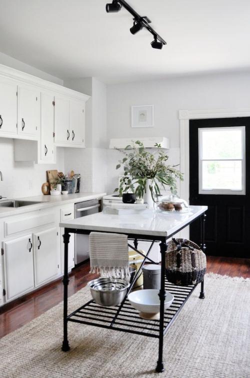 Idées pour petite cuisine placards en blanc
