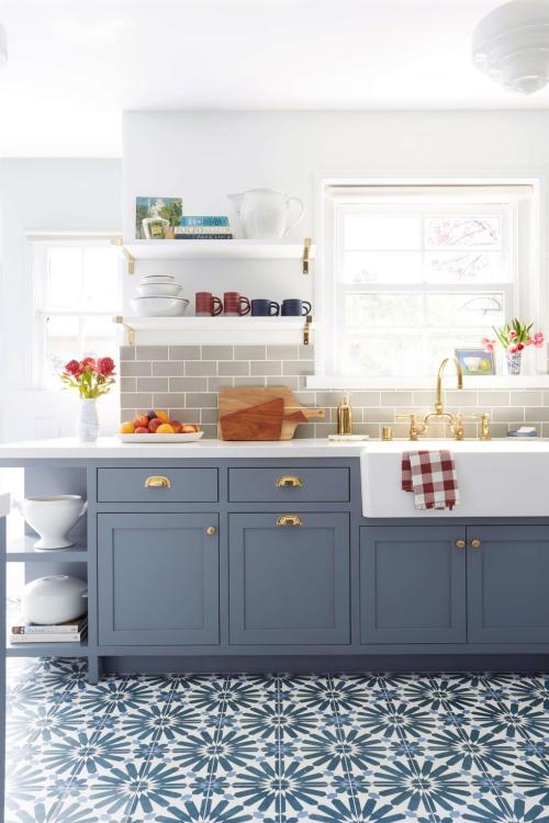 Idées pour petite cuisine placards et étagère