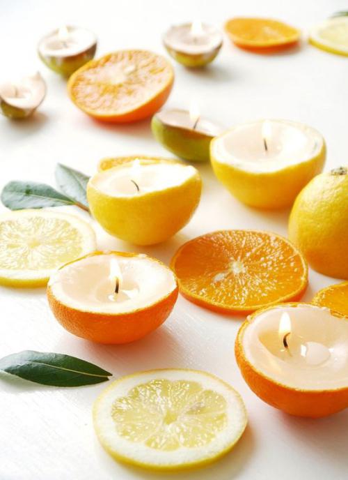 Les bougies fabriquées à la main couper les oranges ou les citrons en deux