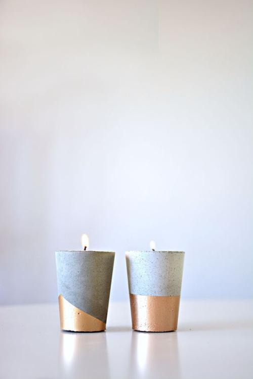 Les bougies fabriquées à la main des récipients en plâtre