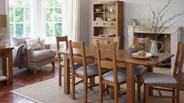 Salon avec salle à manger ameublement en bois
