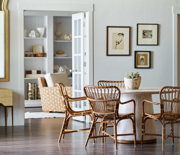 Salon avec salle à manger table insolite en forme de champignon
