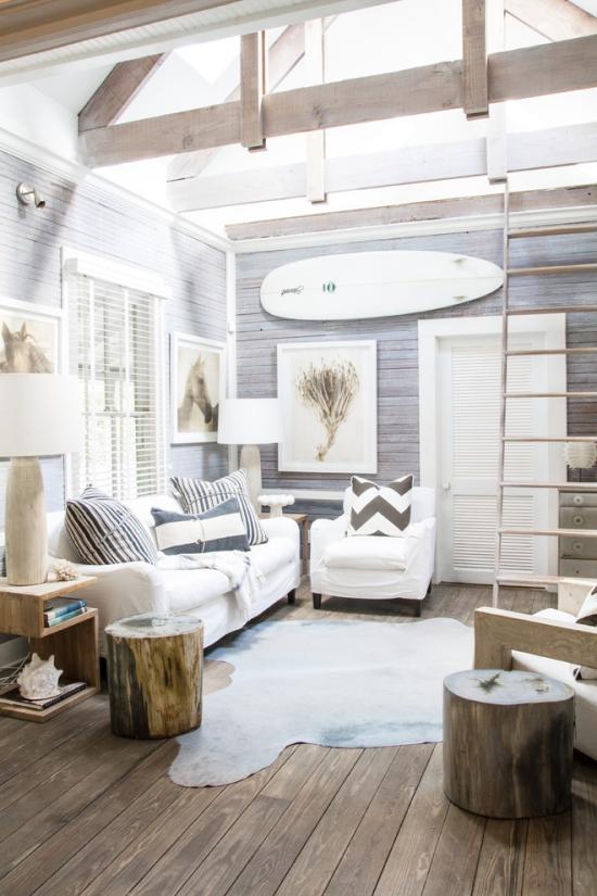 Salon bord de mer décoration murs en bois