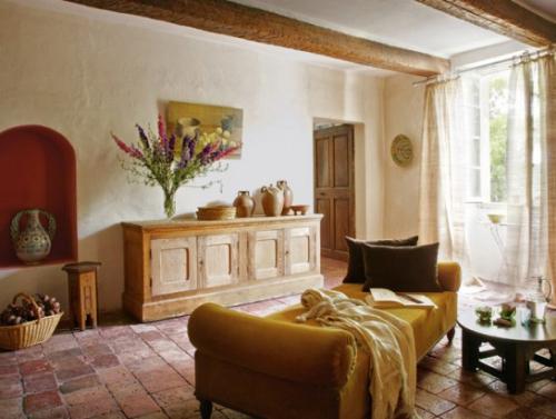 Salon d'inspiration campagne chic murs chaulés