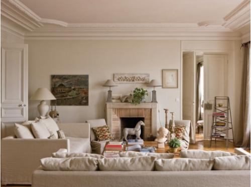 Salon d'inspiration campagne chic murs et plafond en blanc