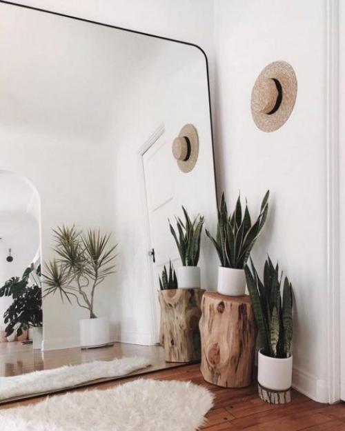 aménagement petit espace mur blancs