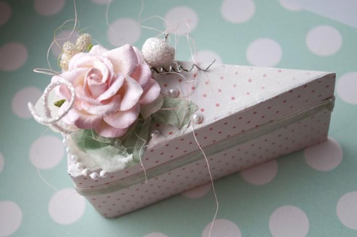 boite dragées joliment décorée