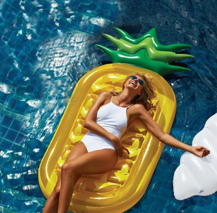 bouée gonflable géante pour l'été en forme ananas