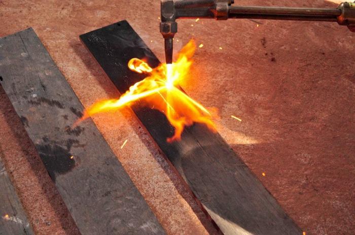 brûler bois au chalumeau shou sugi ban