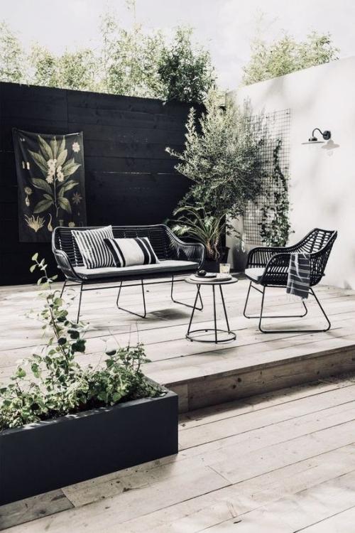 chaises de jardin petit canapé et table basse