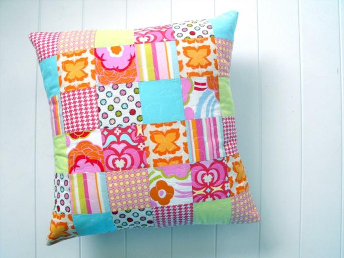 coussin patchwork coloré