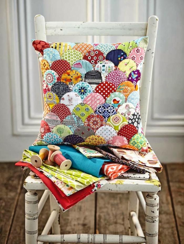 coussin patchwork plein de couleurs