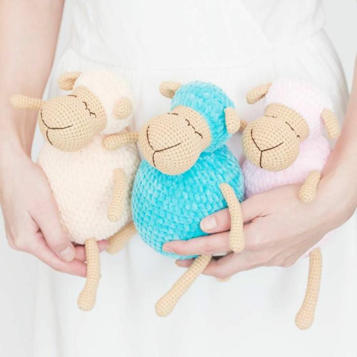 débuter au crochet amigurumi modèle agneau peluche