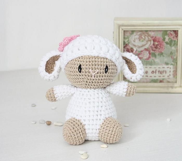 débuter au crochet amigurumi modèle agneau