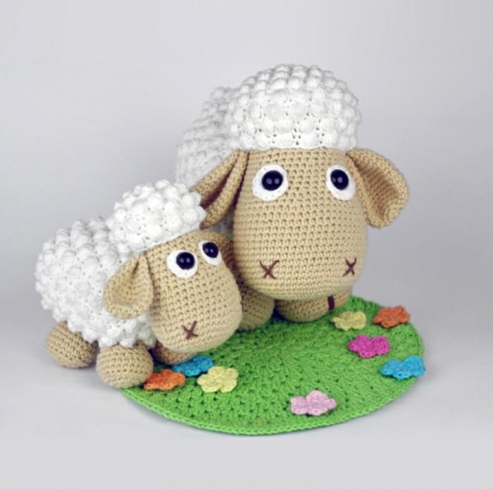 débuter au crochet amigurumi modèle famille agneaux