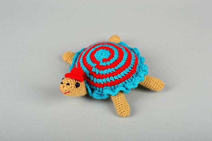 débuter au crochet amigurumi modèle jouet tortue