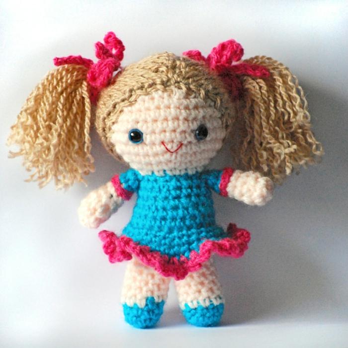 débuter au crochet amigurumi modèle poupée diy