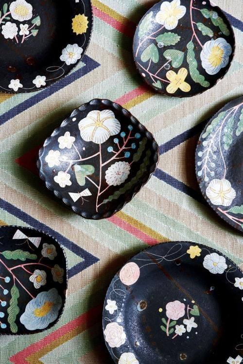 déco avec motifs vaisselle à fleurs