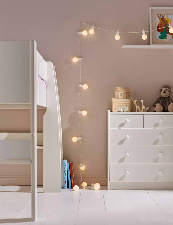 guirlande guinguette l 39 clairage en vogue qu 39 on voit partout. Black Bedroom Furniture Sets. Home Design Ideas