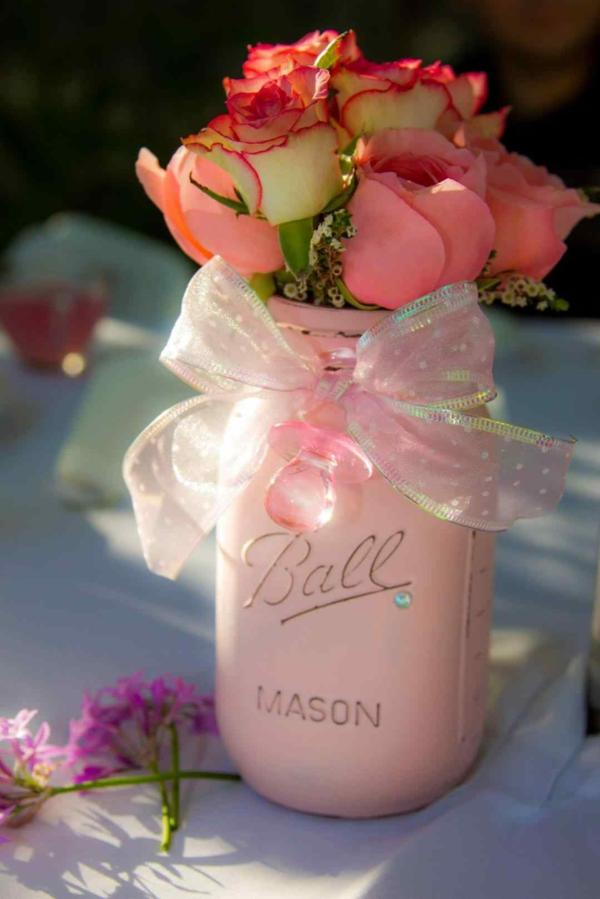 décoration baby shower bocaux de fleurs