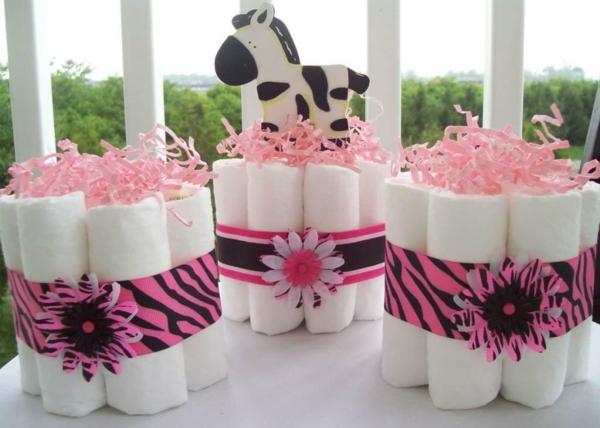 décoration baby shower couches sous forme de cadeaux