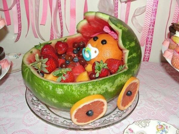 décoration baby shower poussette en pastèque