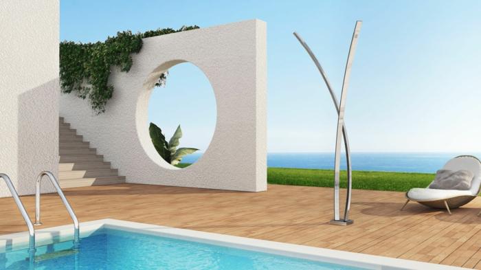 Douche ext rieure solaire pour se rafra chir pendant l 39 t - Douche de piscine design ...