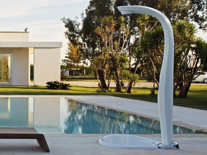 douche extérieure solaire pour votre piscine
