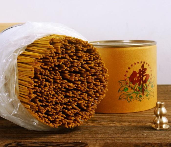 huile essentielle oliban en bâtonnets