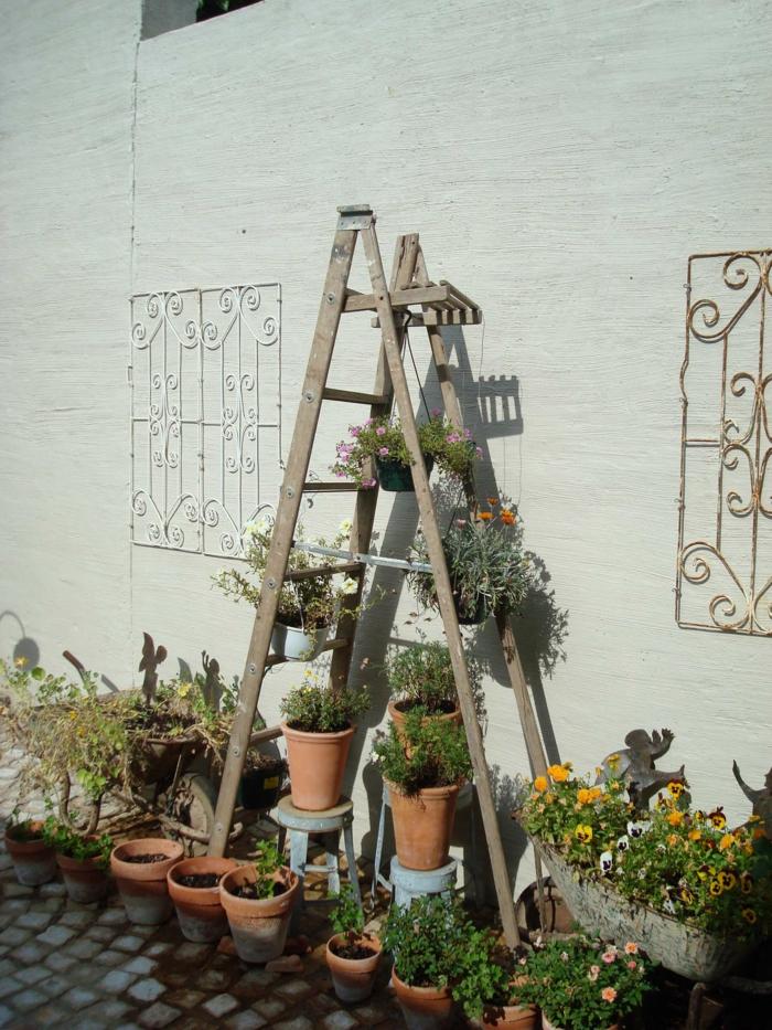 idée balcon échelle bois déco