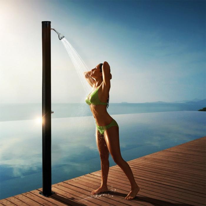 idée douche extérieure solaire pour jardin ou piscine