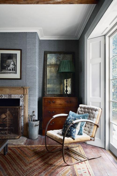idées de petit salon plafond en blanc mur en gris