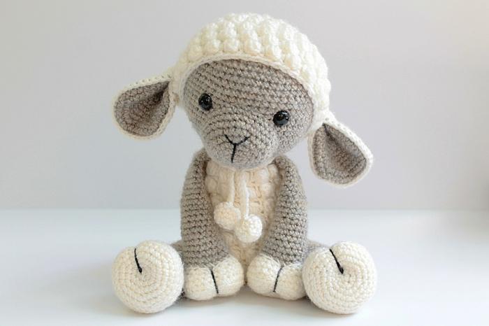 jouet agneau débuter au crochet amigurumi