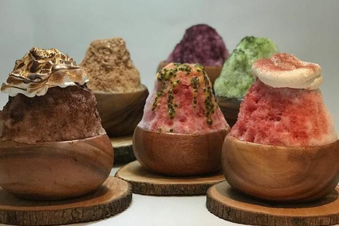 kakigori dessert garni de crème mousseuse