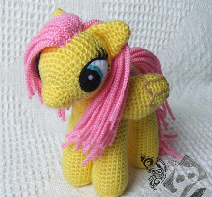 licorne jaune débuter au crochet amigurumi modèle