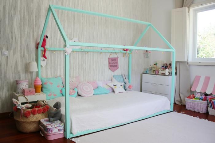 lit cabane montessori chambre enfant en couleurs vives