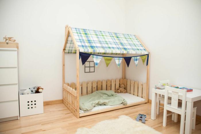 lit cabane montessori chambre enfant parquet stratifié
