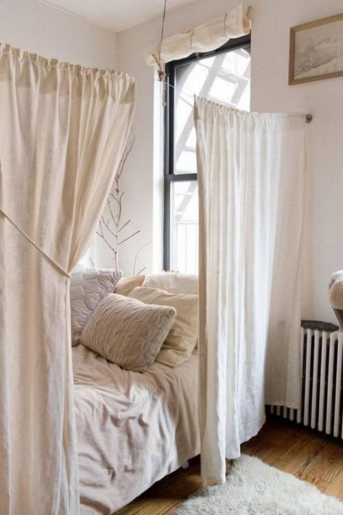 lit pour petit espace angle occupé d'un petit lit
