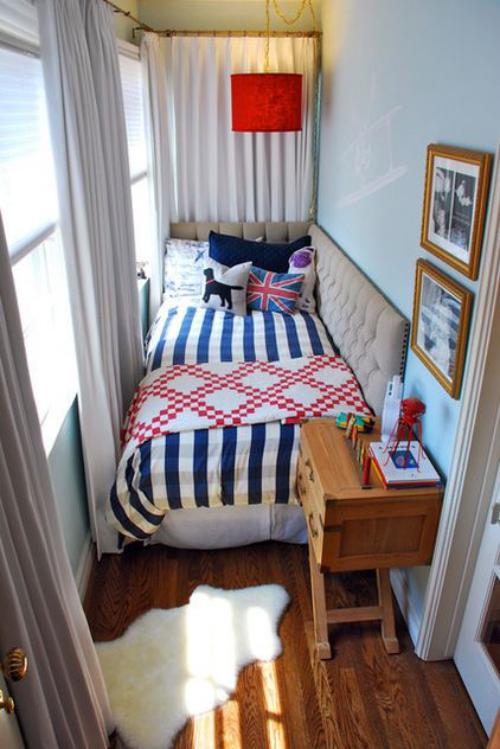 lit pour petit espace petit corridor ou petit balcon aménagés comme chambre à coucher