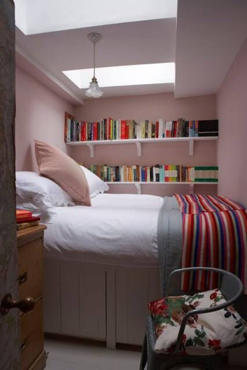 lit pour petit espace un débarras transformé en espace à coucher