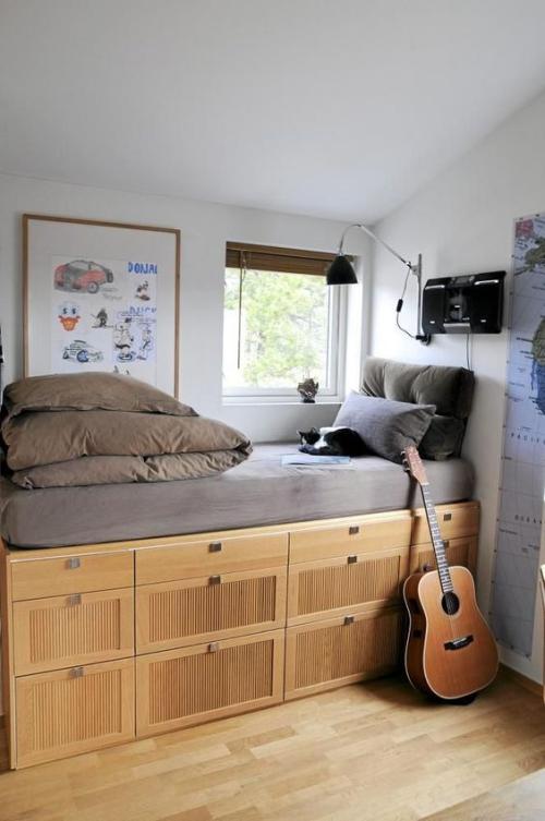 lit pour petit espace un matelas mis sur une grande commode