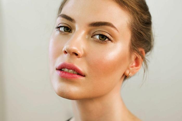 maquillage vidage avec poudre bronzante