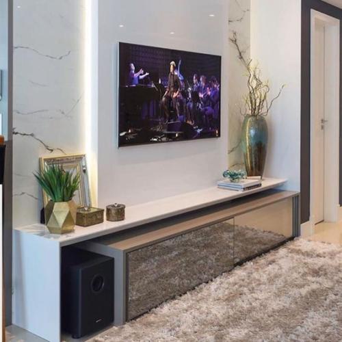 meuble TV plateau et mur lateral en blanc